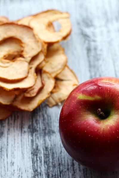 Chipsy z jabłek.